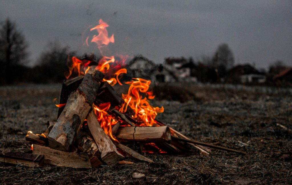 how to make a fire burn hotter